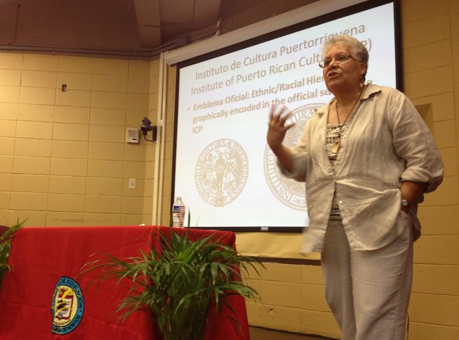 Dra. Carmen Sanjurjo durante su presentación